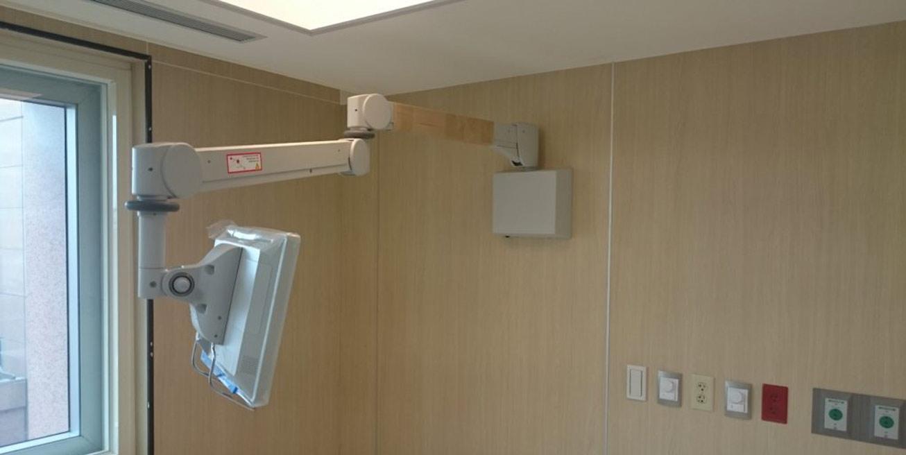 Folcrom Hospital Arm Wall Mount